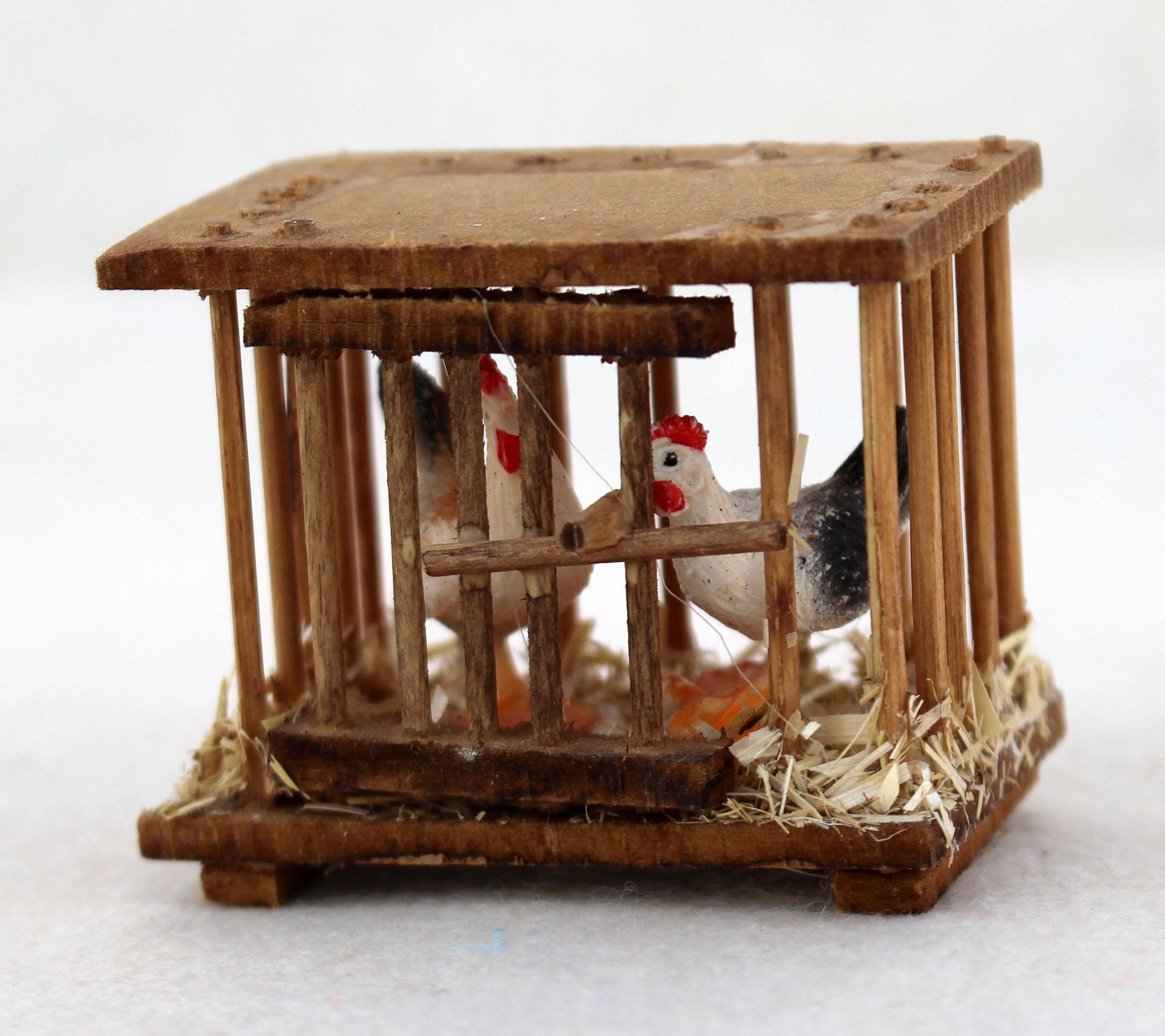 Hühnerkäfig mit Hühnern