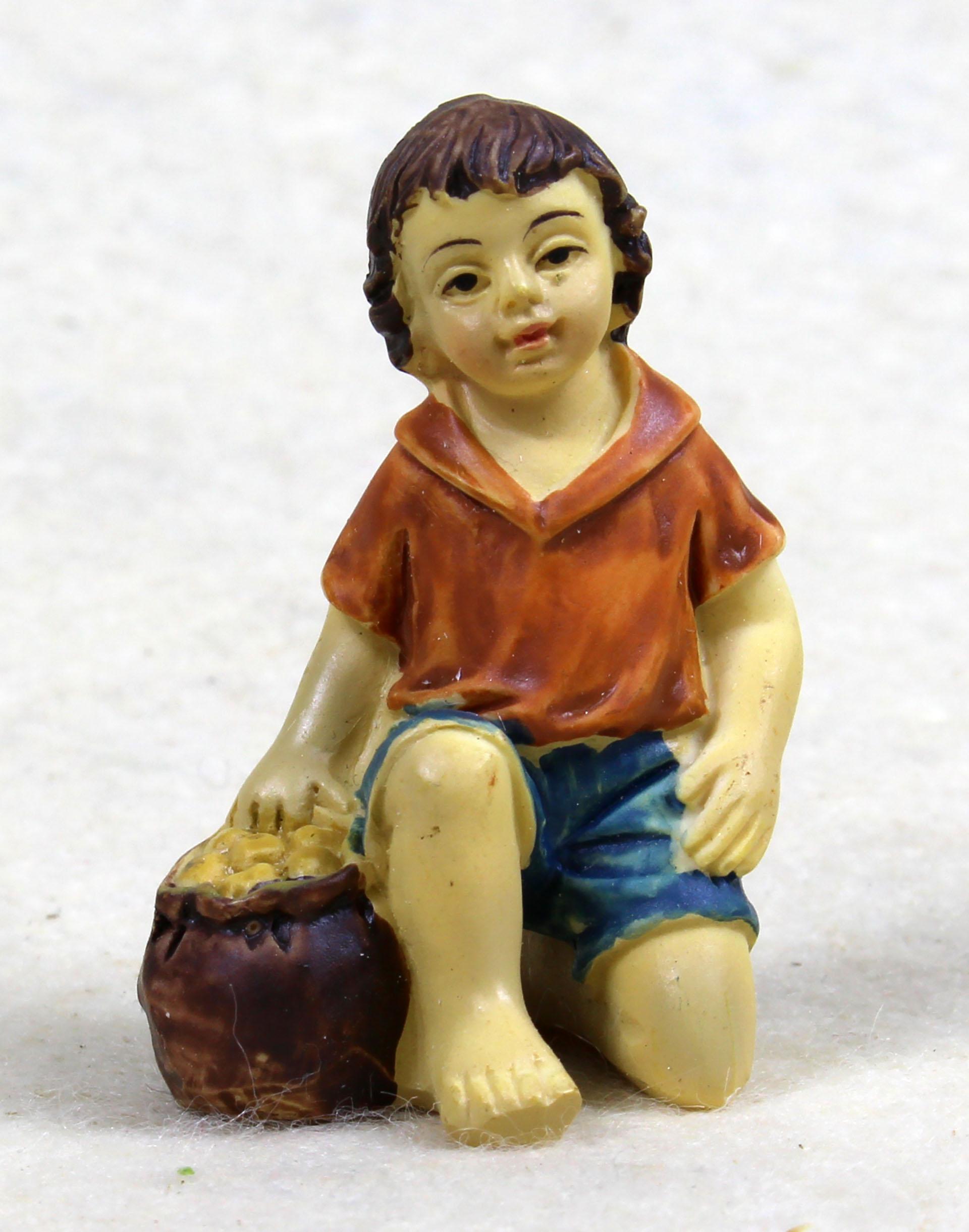 Kind mit Korb kniend, für 10-11cm Figuren
