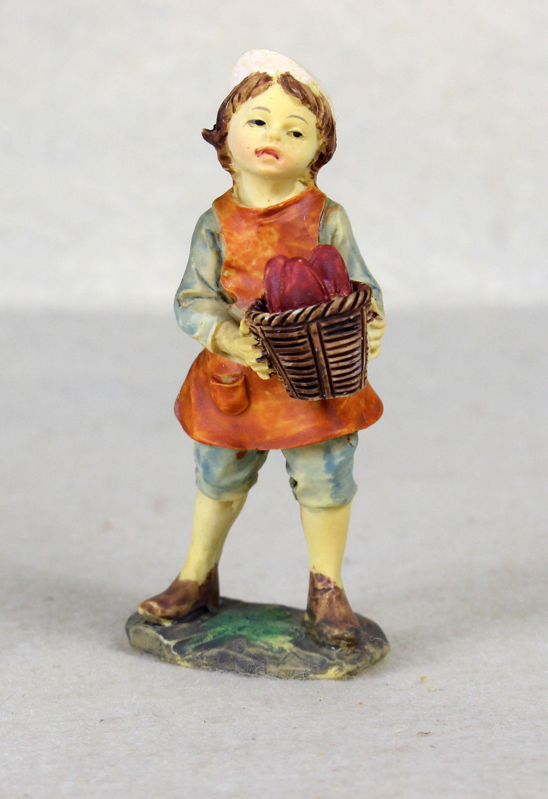 Kind mit Korb stehend, für 10-11cm Figuren